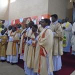 Songea - mashemasi wapo pamoja na askofu mkuu katika picha  ya pamoja.